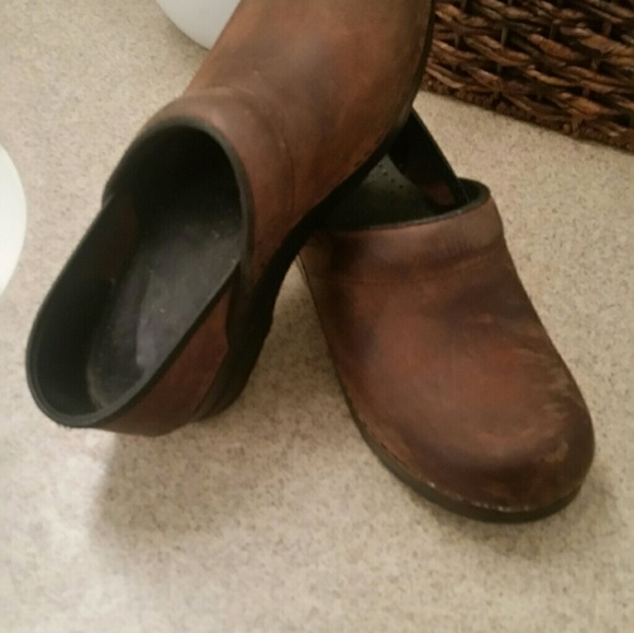 ef7acda32a275 Dansko Antique Brown Clog Leather Iconic Style 36